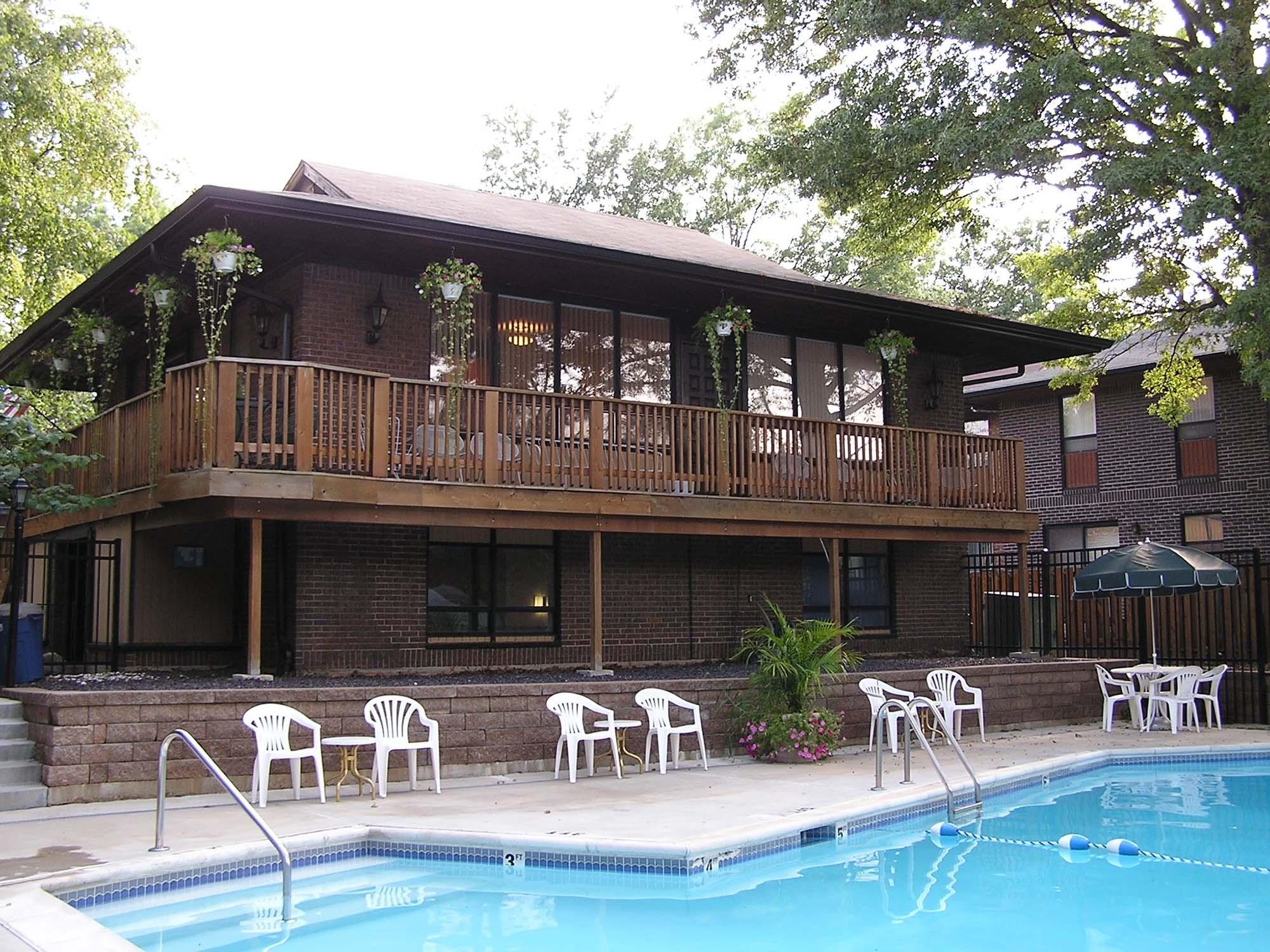 Oaks-on-Bonhomme-Ext. pool 2