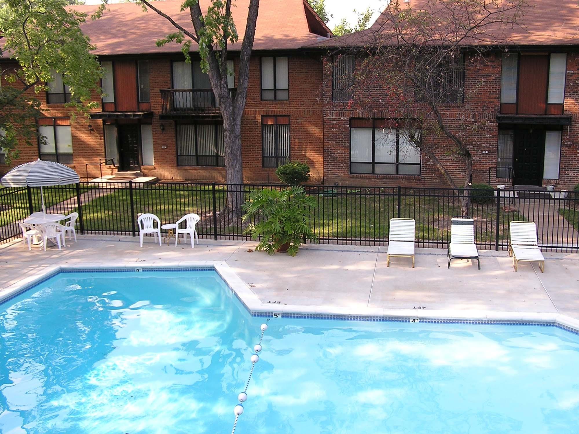 Oaks-on-Bonhomme-Ext. pool
