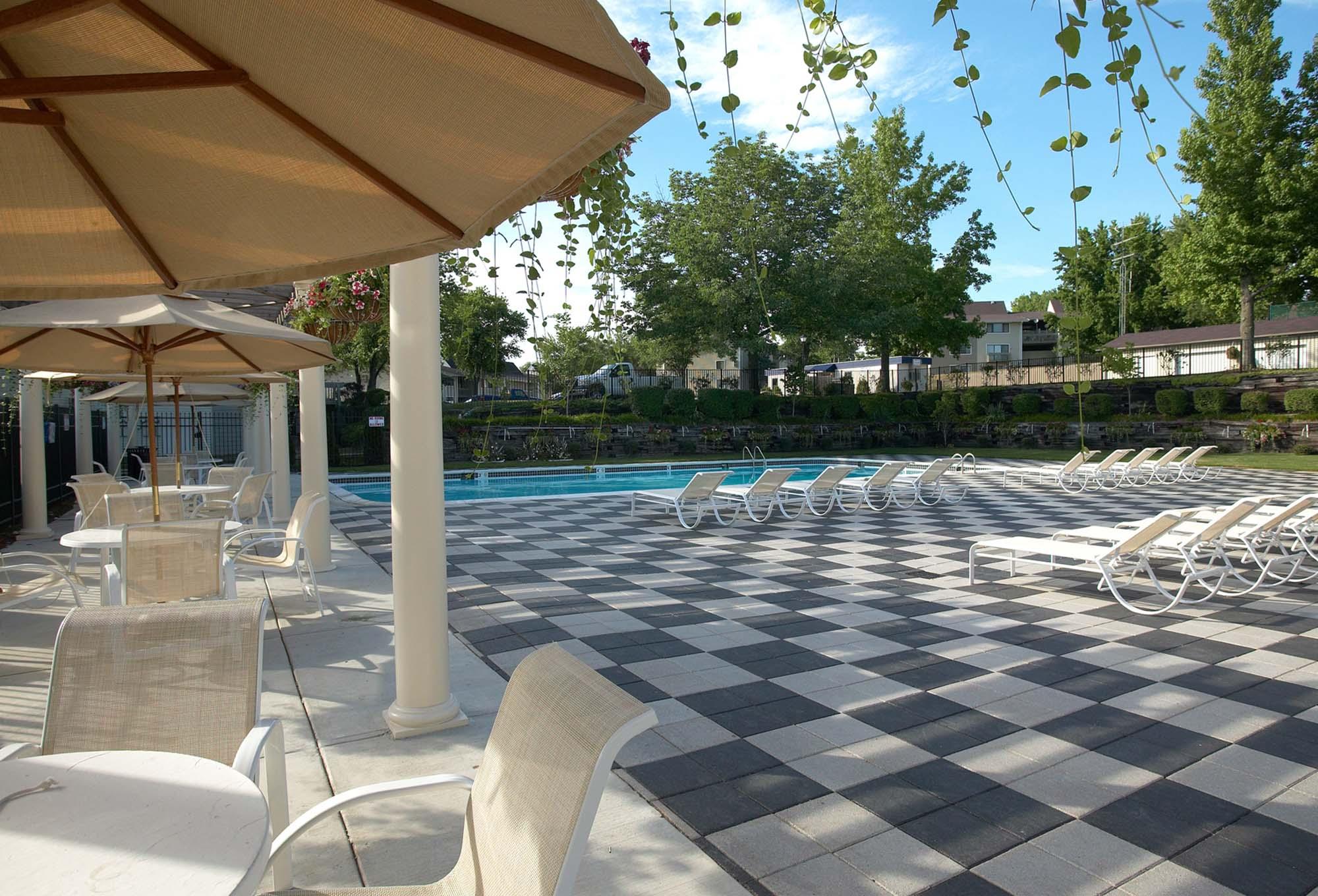 Pavilion-pool