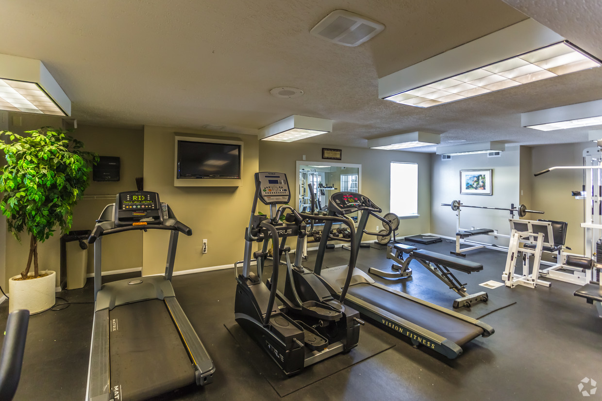 village-green-chesterfield-mo-fitness-center (1)