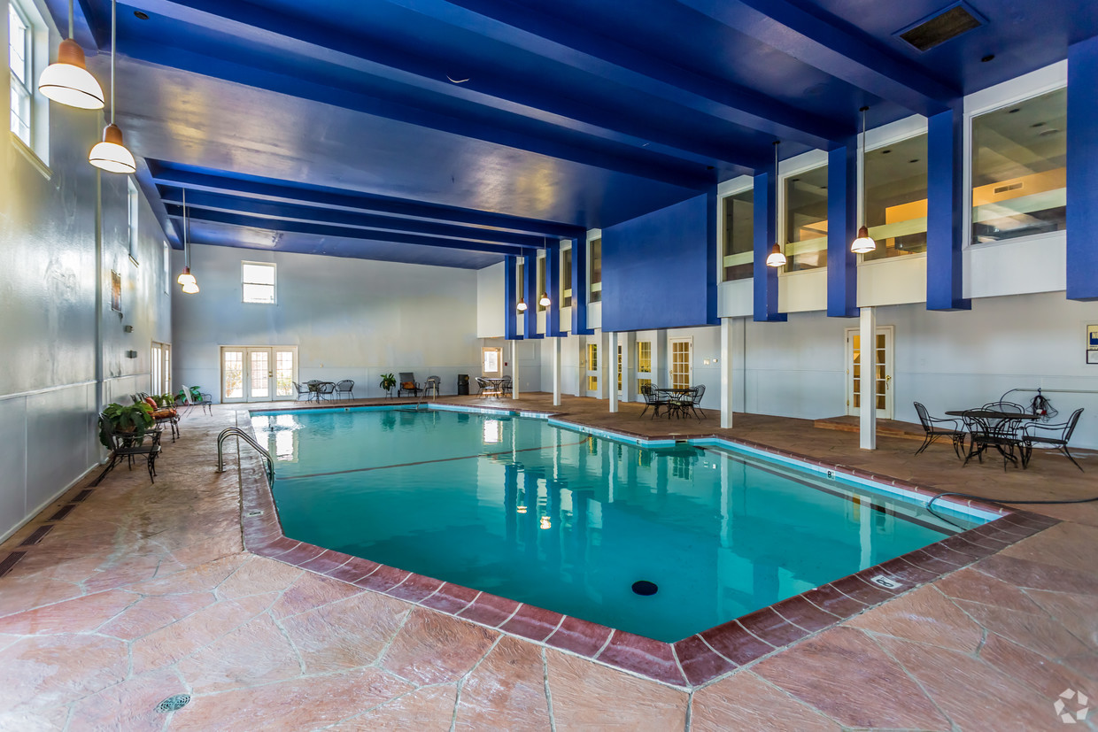 village-green-chesterfield-mo-pool (1)