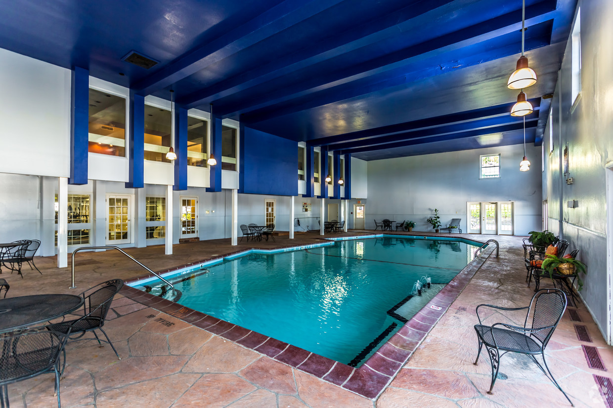 village-green-chesterfield-mo-pool